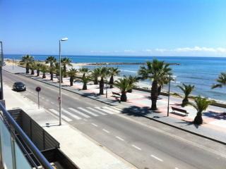 Beach-front, Cubelles, 4 pers close Barcelona. a - Castellet i la Gornal vacation rentals