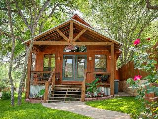 Lil Kahuna - Adorable Cabin on River Rd - New Braunfels vacation rentals