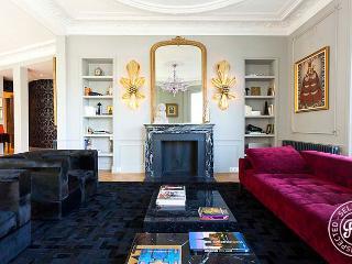 Notre Dame Royal - Luxury 3 BD-3BA over the Seine - Image 1 - Paris - rentals