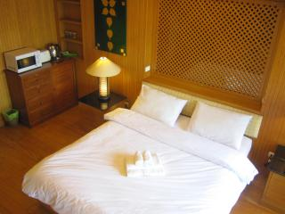 VT1 Thaistyle studio by pete service apartment - Jomtien Beach vacation rentals