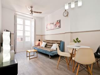Puerta del Sol apartment - Madrid vacation rentals