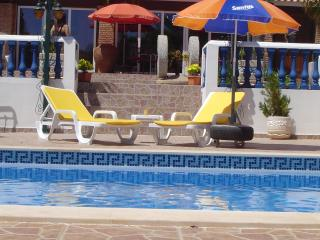 Beautiful little Villas with swimming pool and lot - Alcantarilha vacation rentals
