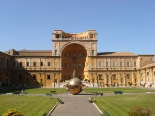OPPOSITE VATICAN  MUSEUMS - Rome vacation rentals