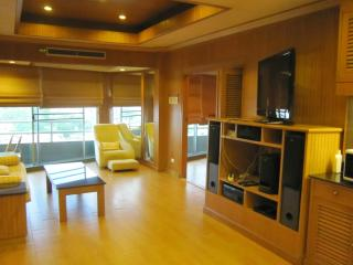 VT1 Thaistyle 1bedroom by pete service apartment - Pattaya vacation rentals