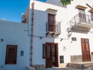 Cialoma Home Holiday - Castellammare del Golfo vacation rentals