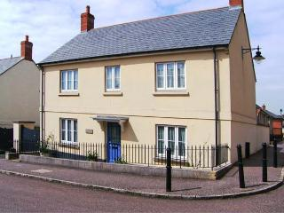 ROWAN TREE COTTAGE, detached, en-suite, enclosed garden, Ref 906361 - Bridport vacation rentals