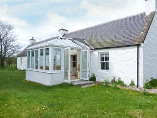 COULNAKYLE COTTAGE, open fire, pet-friendly, child-friendly, WiFi, detached cottage near Nethy Bridge, Ref. 912454 - Kingussie vacation rentals