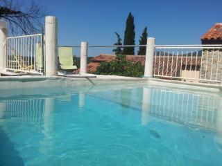 Villa Provence, Pet-Friendly Rental with Hot Tub, - Castellane vacation rentals