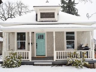 Newly Renovated Stylish Downtown Cottage, Sleeps 9 - Hood River vacation rentals