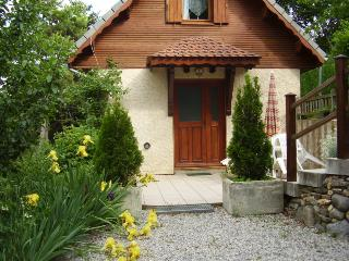 Picturesque 3 Bedroom Chalet with Mountain Views, Pool, Garden - Selonnet vacation rentals