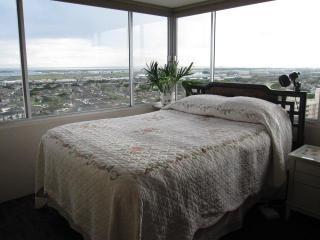 1BR Condo with Incredible Panoramic View Near Honolulu Airport - Honolulu vacation rentals