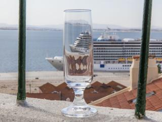 Alfama Vigario. Alfama with Superb River Views. - Lisbon vacation rentals