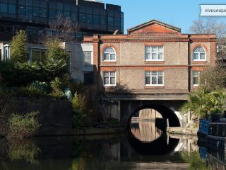 3 Bed Canal House full of character, Marylebone/ Little Venice - London vacation rentals