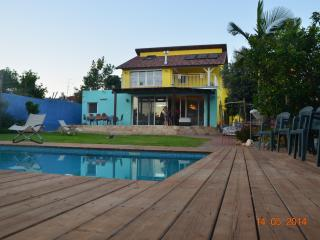 Beatiful Villa with large Garden and POOL 7 minutes from the Sea - Herzlia vacation rentals