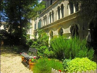 Secret Garden 4 - Sunny pool, shady garden, walk t - Pezenas vacation rentals