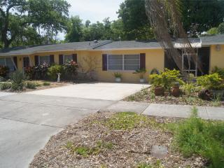 Prospect Ranch-5 min 2 beach, Downtown - Clearwater vacation rentals