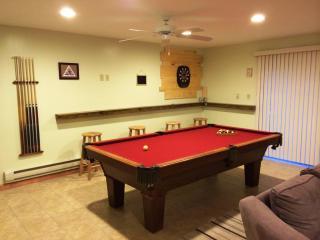 Lake Beach, Sauna, Pool Table, Fireplace, Ski - Albrightsville vacation rentals