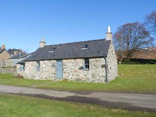 THE BOTHY, woodburner, pet-friendly, romantic cottage near Edzell, Ref. 22711 - Edzell vacation rentals