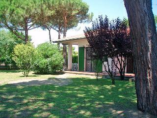 Villa al piano terra con giardino angolare e patio - Lido delle Nazioni vacation rentals