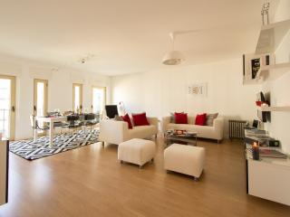 Exciting Lisbon Entrecampos - Arruda dos Vinhos vacation rentals