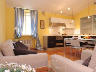Large Apartment  walking distance from centre - Torri del Benaco vacation rentals