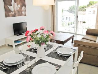 TANGO Quiet location close to the beach - Sitges vacation rentals