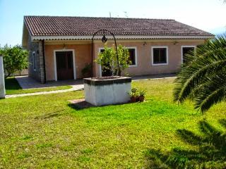 Lovely villa near the sea and the volcano Etna - Carruba vacation rentals
