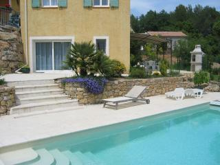 Apartment (2 Rooms) for 2-3 persons, Swimming Pool - Bagnols-en-Foret vacation rentals