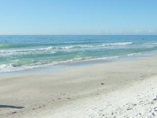 Bermuda Bay Townhome(19) miles of white sand beach - Holmes Beach vacation rentals