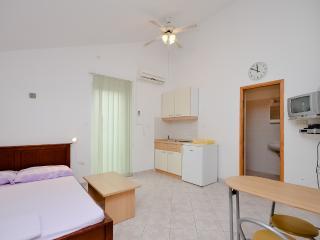 Apartments Vinko - 27131-A4 - Brodarica vacation rentals