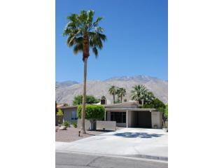 Escape & enjoy a quiet, tranquil place to rest and recharge in sunny Palm Springs! - Martinis Await You in Palm Springs! - Palm Springs - rentals