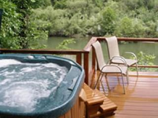 Private Spa & Deck Overlooking River - Firefly Lodge - Sparkling Riverfront Home in Healdsburg - Healdsburg - rentals