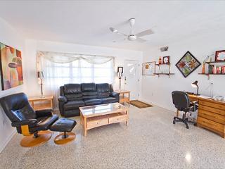 Venice Baycrest Home, Terrazzo tile floors, HDTV, heated pool, Wi-Fi Internet - Venice vacation rentals