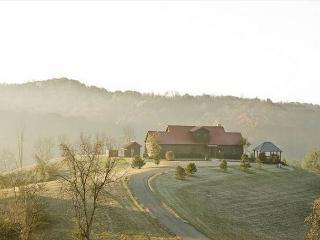 Large Hilltop Hocking Hills Lodge Rental - Logan vacation rentals