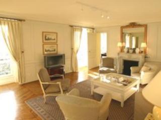 Marais -  Large 3 bedroom 2 bath apartment (1656) - Paris vacation rentals