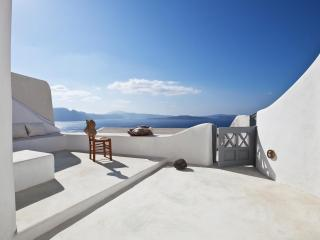 Oia Blue - sleek interiors in majestic setting - Oia vacation rentals