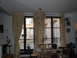 Apartment Cloitre Notre Dame apartment rental ile de la cite - Paris - Paris vacation rentals
