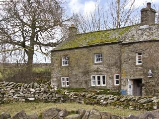 FELLGATE FARM, family friendly, character holiday cottage, with a garden in Helton, Ref 3787 - Helton vacation rentals