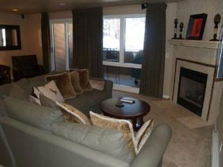 CM236 Copper Mtn Inn 4BR 2BA - Center Village - Copper Mountain vacation rentals