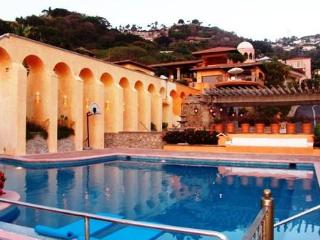Paradise Vacation at Casa Aranjuez in Acapulco - Acapulco vacation rentals