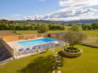 Le Clos des Pins- Beautiful, Scenic 4 Bedroom Vill - Orange vacation rentals