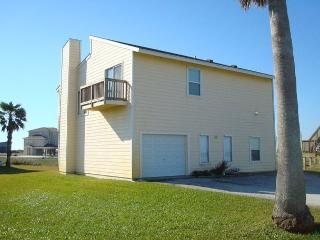 Fabulous 3 bedroom/3 bath house,close to the community pool and a short walk - Port Aransas vacation rentals