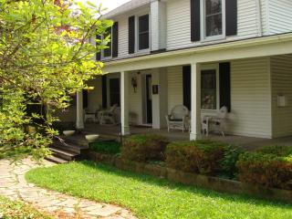 Shaw Rendevous Walking distance to everything - Niagara-on-the-Lake vacation rentals