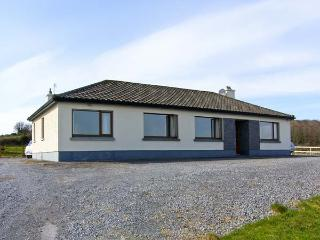 FLAGGY SHORE, pet friendly, with open fire in New Quay, County Clare, Ref 4621 - Bell Harbour vacation rentals