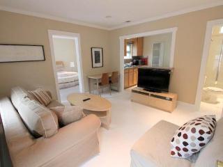 Adorable 1 Bedroom Apartment with Patio (3639) - Los Angeles vacation rentals