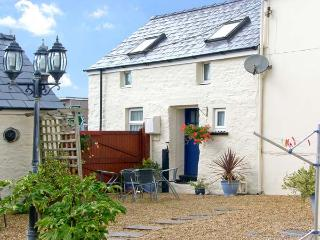 SUN RISE COTTAGE, pet friendly, character holiday cottage, with a garden in Saundersfoot, Ref 8327 - Saundersfoot vacation rentals
