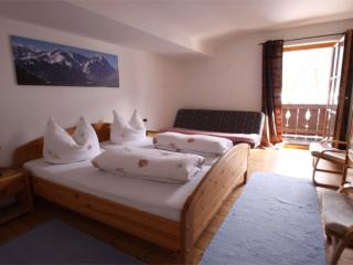 Vacation Apartment in Garmisch-Partenkirchen - 1012 sqft, nice, clean, relaxing (# 965) - Lechbruck vacation rentals