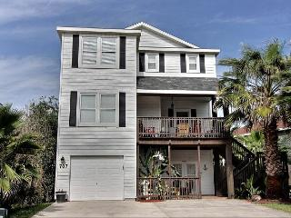 Fabulous 5 bedroom home with a PRIVATE POOL and Hot TUB!!! - Port Aransas vacation rentals