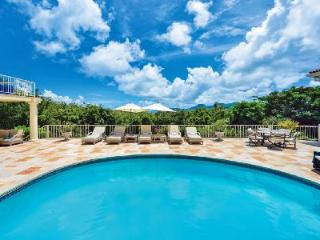 """Maison de Reve - """"Dream House"""" features beautiful views, pool & beach activities nearby - Terres Basses vacation rentals"""