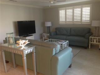 Wonderful 2BR next to the beach - Villa 17 - Siesta Key vacation rentals